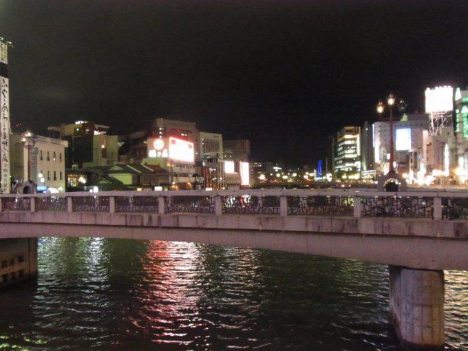 きらめく夜の中洲の街