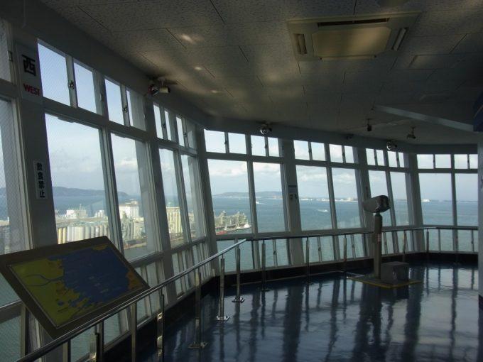 博多ポートタワーから眺める冬の海