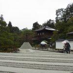 冬の京都雨の銀閣寺銀沙灘