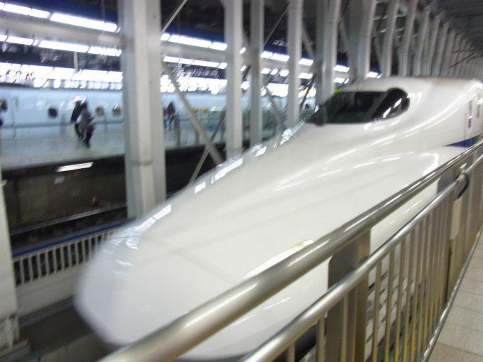 N700系のぞみ博多駅入線