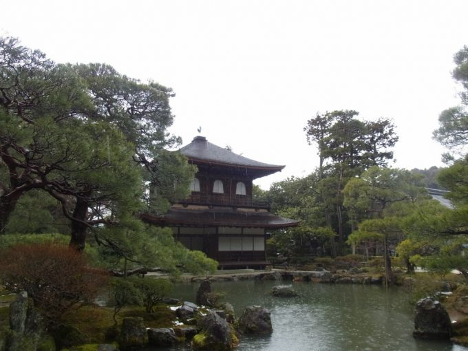 冬の京都雨の銀閣寺しっとりとした風情