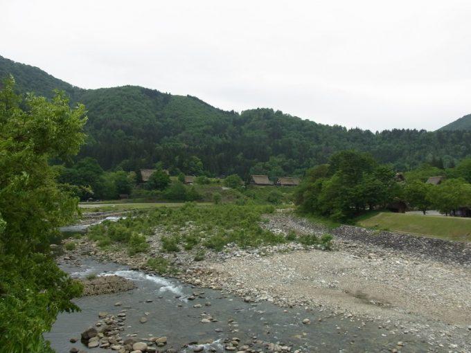 荘川を渡り白川郷に別れを告げる