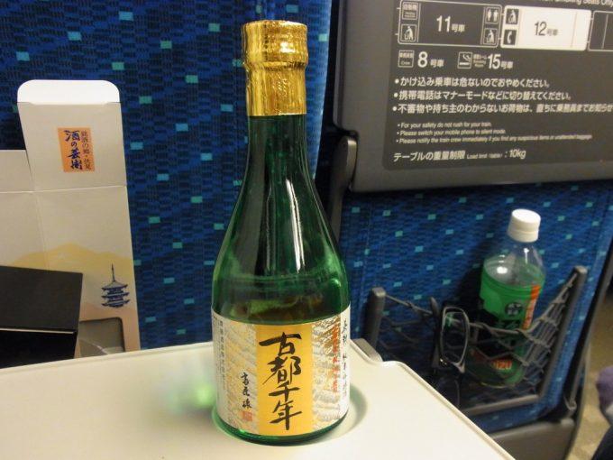東海道新幹線車内で英勲古都千年