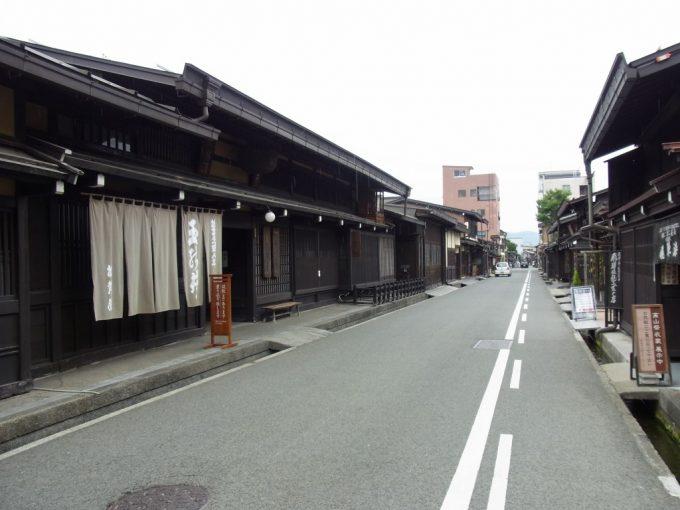飛騨高山古い街並み一本入ると静かな通り