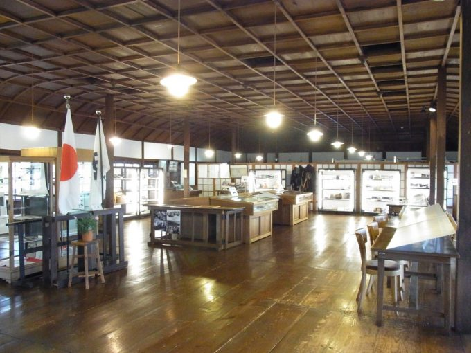 飛騨高山旧高山町役場市政記念館折り上げ格天井が美しい会議室