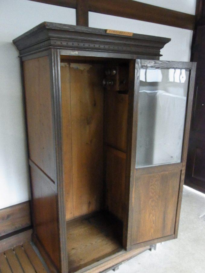 飛騨高山旧高山町役場市政記念館古い木の電話ボックス