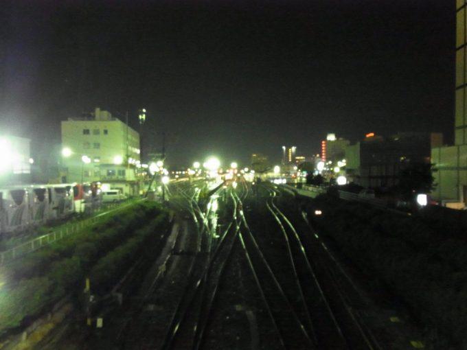雨にけむる夜の高山停車場