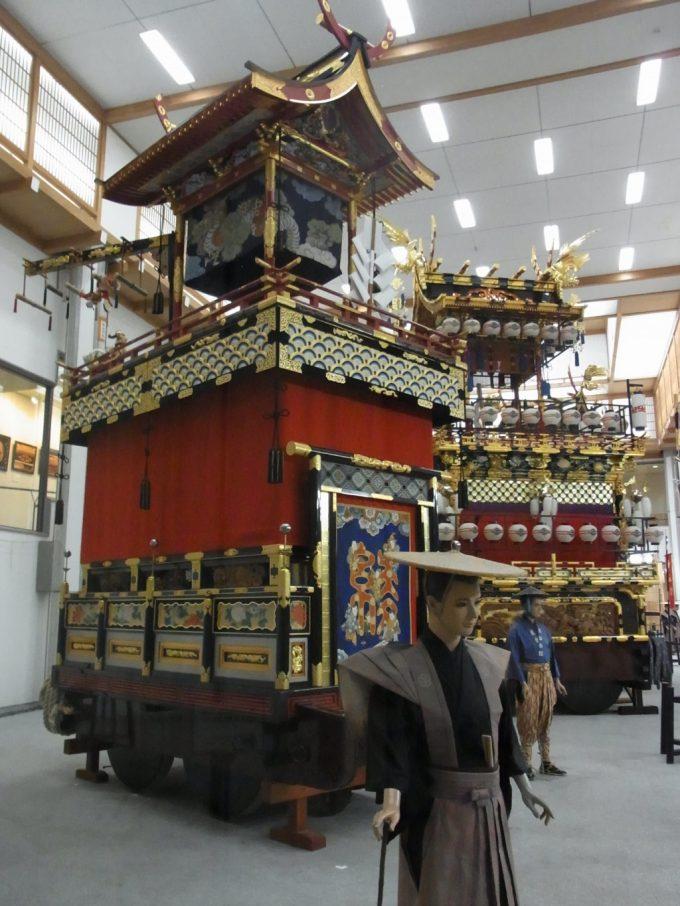 飛騨高山高山祭屋台会館豪華絢爛な山車