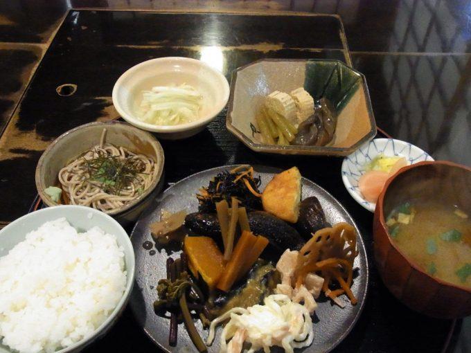 飛騨高山民芸食事寿々や山菜定食