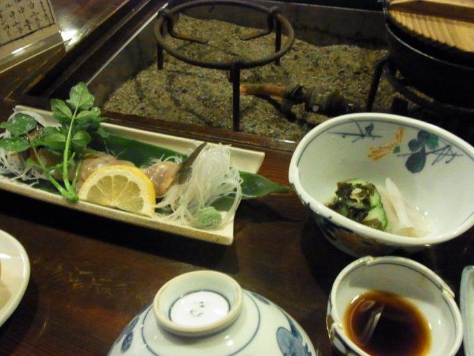 奥飛騨温泉郷新平湯温泉旅館藤屋岩魚のお造りとこんにゃくの酢の物