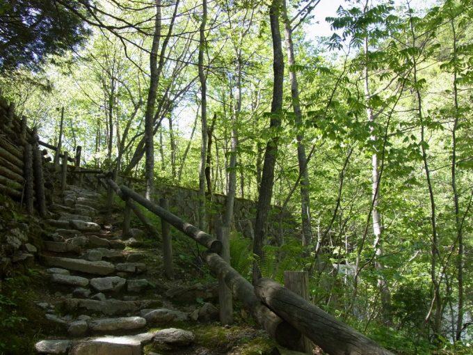信州秘湯中房温泉山道を登り湯めぐり