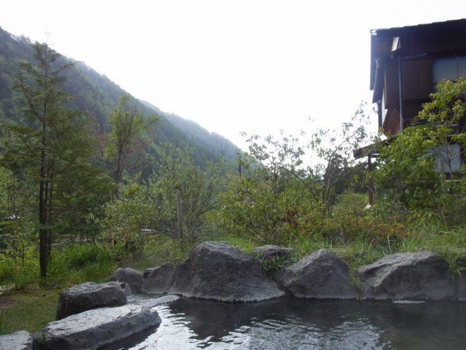秘湯中房温泉月見の湯で楽しむ爽快な朝風呂