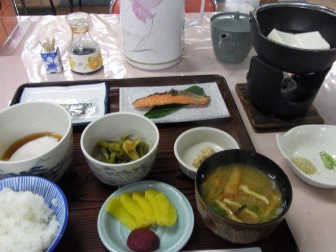 秘湯中房温泉朝食