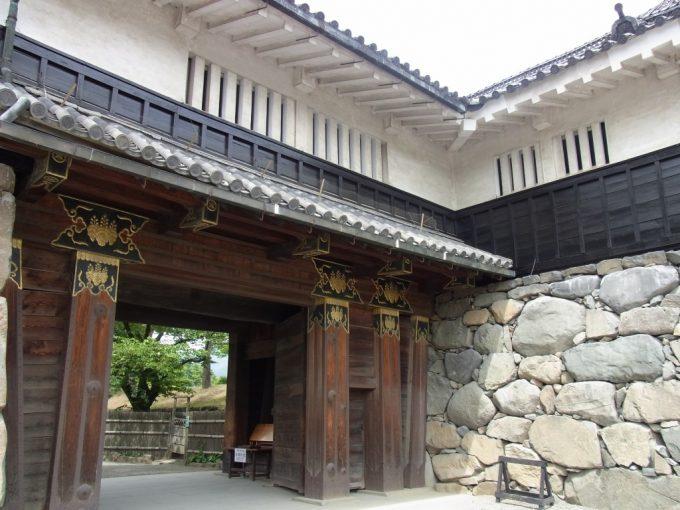 信州松本城立派な門
