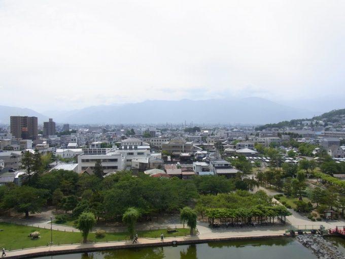現存十二天守国宝松本城から眺める松本平