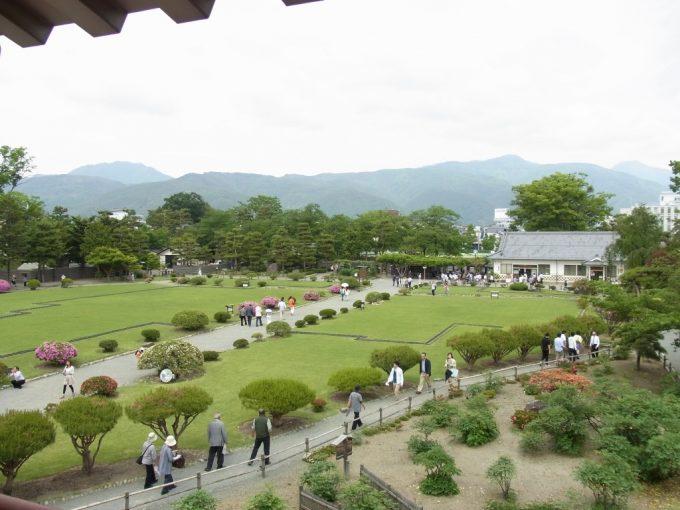 現存十二天守国宝松本城月見櫓から眺める信州の山々