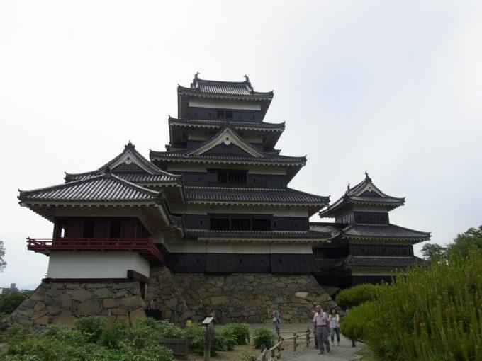 威厳ある現存十二天守国宝松本城