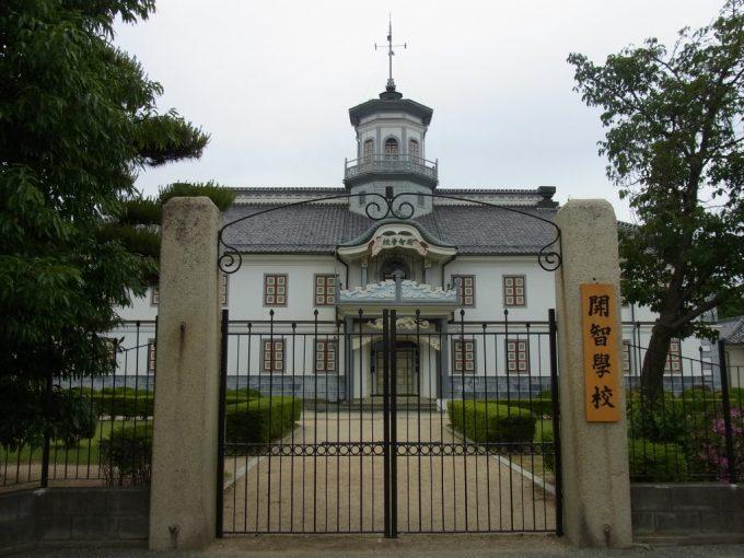 松本旧開智学校の門