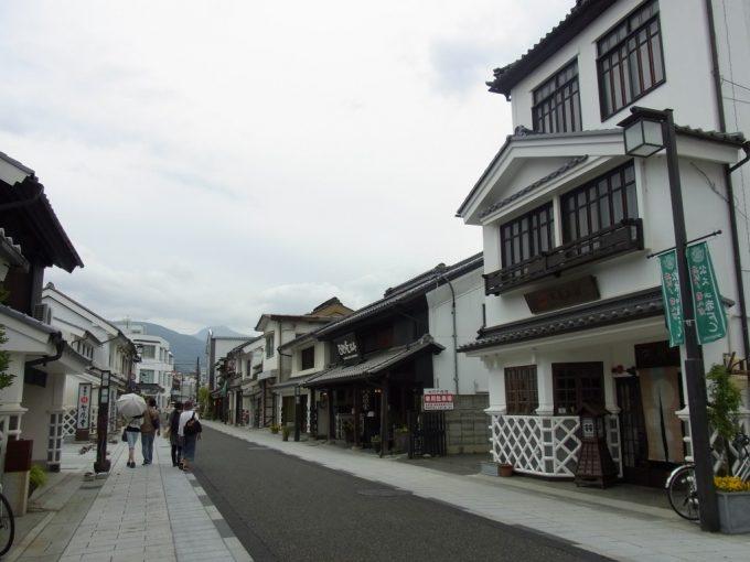 松本蔵の並ぶ中町通り
