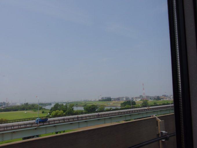 東北新幹線は荒川を渡り東京脱出!
