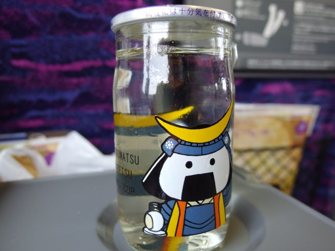 東北新幹線車内でむすび丸ワンカップ