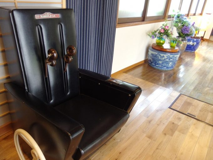 青根温泉岡崎旅館昭和レトロなマッサージ椅子