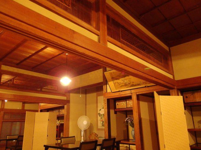 青根温泉岡崎旅館昭和初期の味わい深い食事処