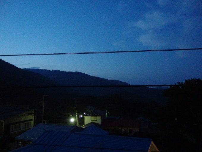 青根温泉岡崎旅館食後に眺める暮れゆく山並み