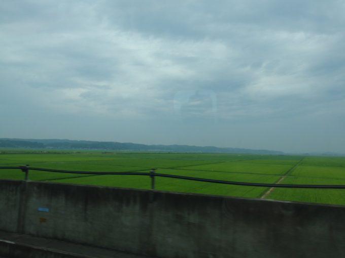 東北新幹線夏の車窓