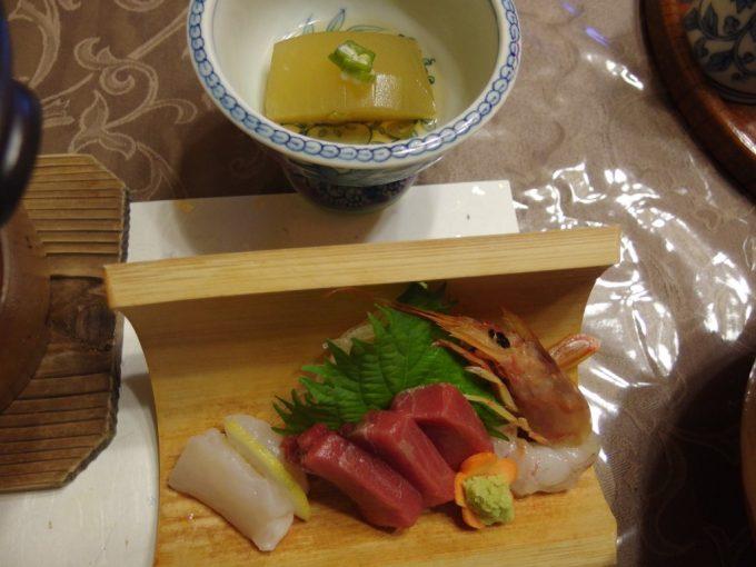 花巻台温泉中嶋旅館お刺身と冬瓜の煮物