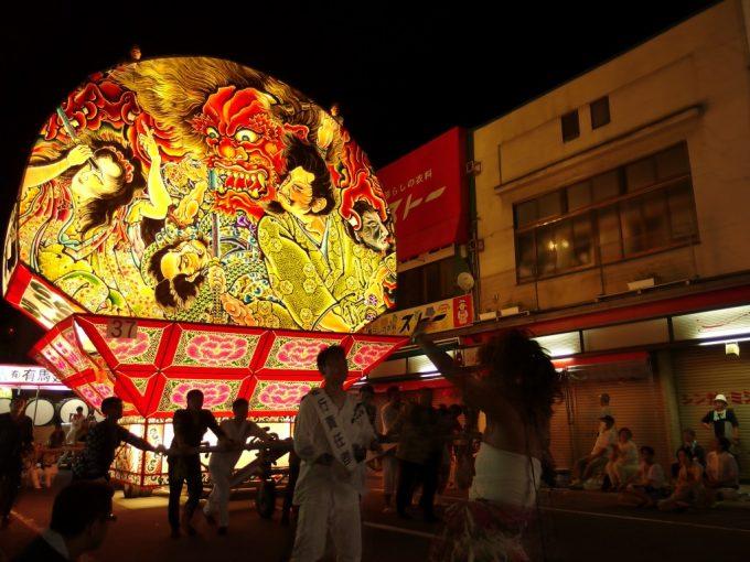 弘前ねぷた夏の夜を焦がすねぷたの灯り