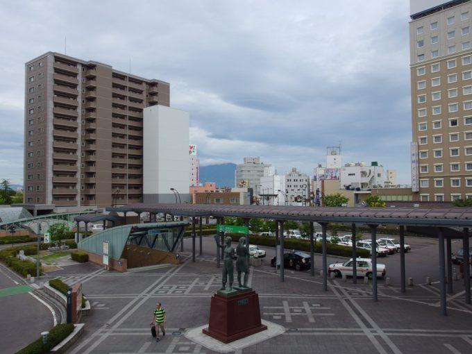 弘前駅デッキから眺める岩木山