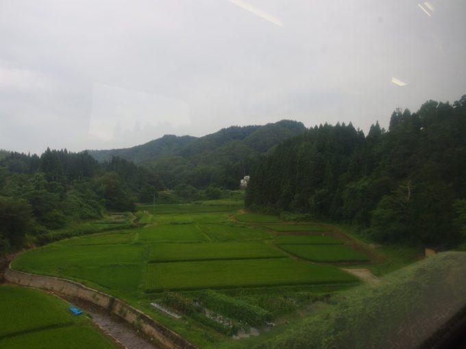陸羽東線車窓山形盆地最後の田んぼ