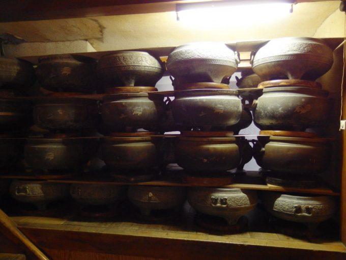 瀬見温泉喜至楼積まれた古い火鉢