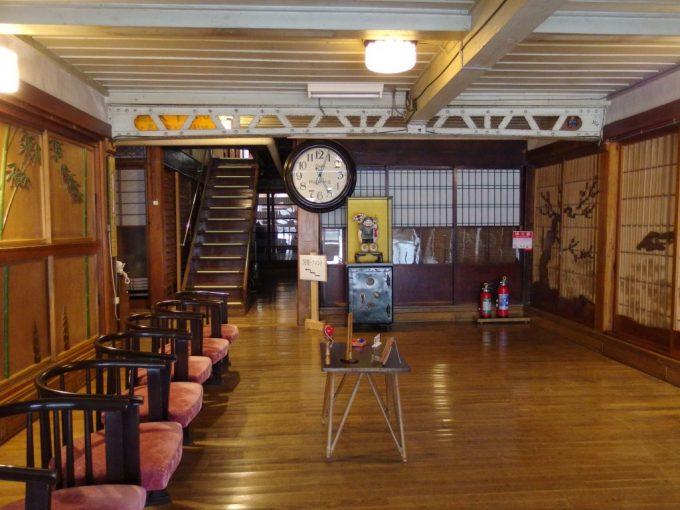 瀬見温泉喜至楼の象徴立派な玄関ホール