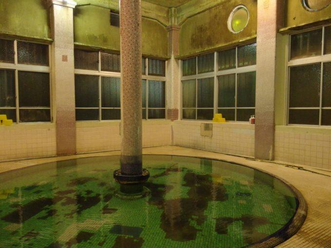 瀬見温泉喜至楼憧れの混浴ローマ式千人風呂