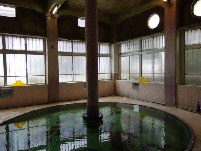 瀬見温泉喜至楼午前の静けさに包まれたローマ式千人風呂連泊の贅沢