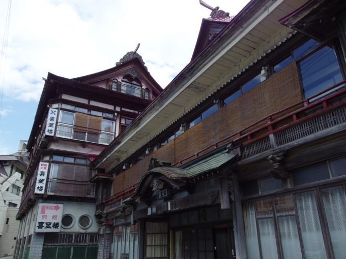 瀬見温泉喜至楼明治時代建築山形最古の味わい深い木造湯屋建築