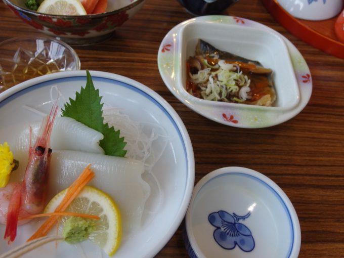 瀬見温泉喜至楼お刺身と揚げ魚の野菜あんかけ