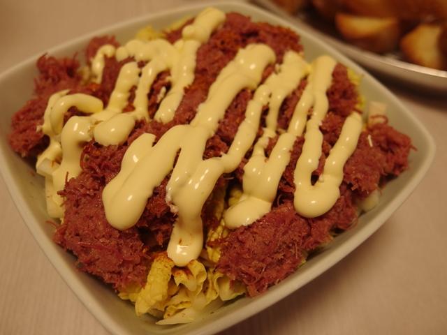 白菜とコンビーフのマヨぽんサラダ