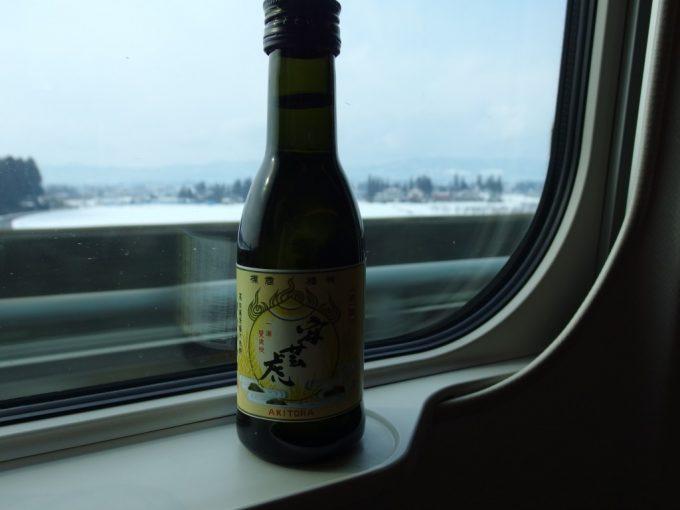 東北新幹線車内で安芸虎