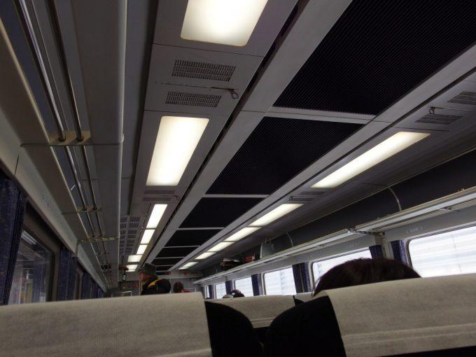 国鉄特急型485系白鳥車内