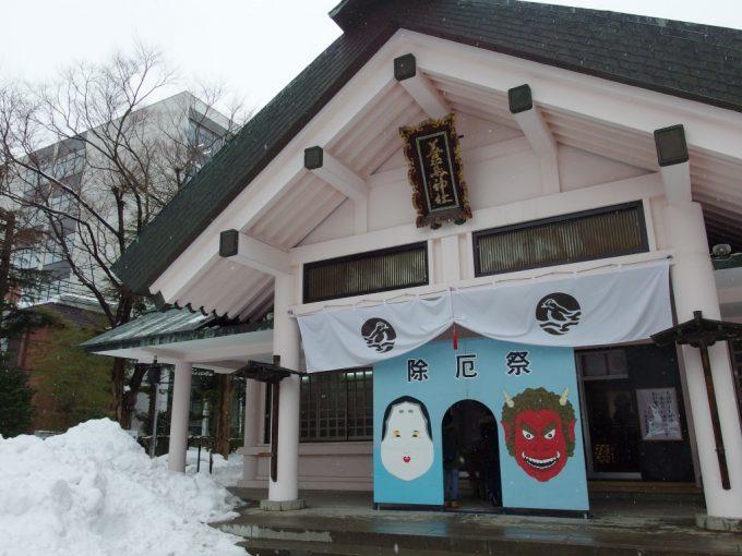 厳冬の青森善知鳥神社拝殿