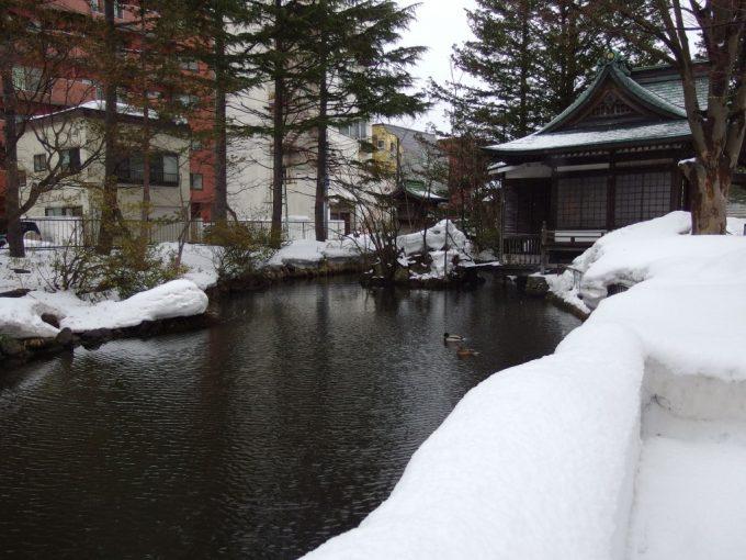厳冬の青森雪のうとう沼