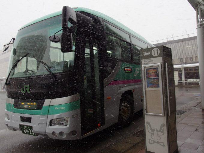 JRバス東北はやぶさ色の酸ヶ湯温泉行き