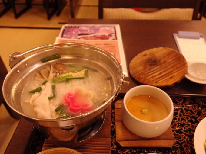 豪雪の酸ヶ湯温泉自家製凍み豆腐と十和田産地養豚の鍋