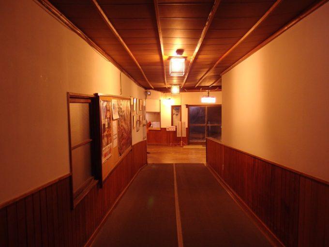 豪雪の酸ヶ湯温泉木造旅館の持つ温かみ