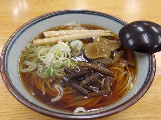豪雪の酸ヶ湯温泉津軽雲谷そば鬼面庵独特な食感の山菜そば