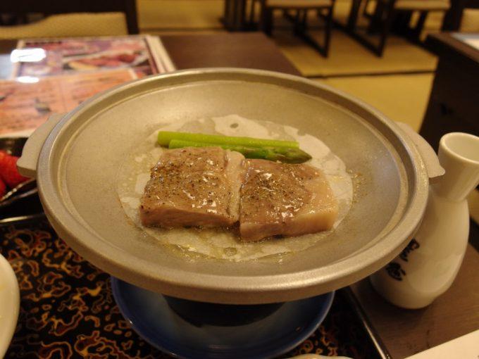豪雪の酸ヶ湯温泉県産牛ロース陶板焼き