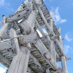 厳冬の青森三内丸山遺跡冬空に聳える大型掘立柱